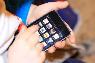 iphone-in-kids-hands1